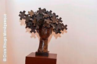 Bronze offert par Manolo VALDEZ pour le Gala en 2009 - Dama de las Cruces, 2009 - Bronze, pièce unique 69 x 75 x 43 cm