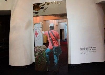 Oeuvre offerte pour le gala 2012 par Michelangelo Pistoletto. Sérigraphie sur acier inox supermirror